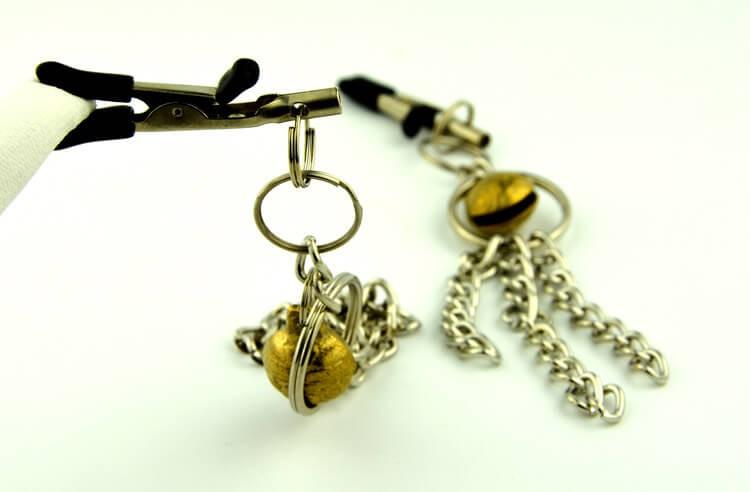 11-nipple-clamp-with-metal-tassels3.jpg