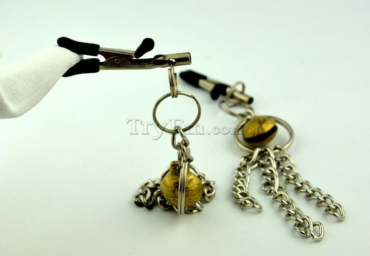 11-nipple-clamp-with-metal-tassels4.jpg