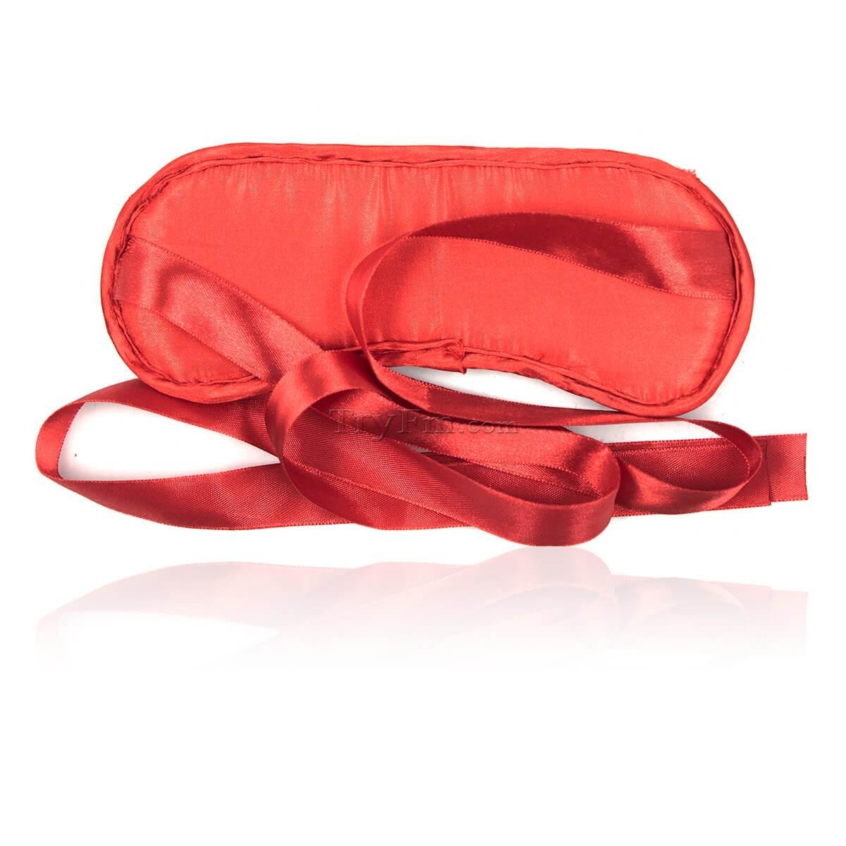1-american-beauty-blindfold7.jpg